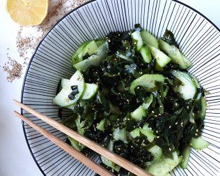 salade d'algues et concombre au sésame